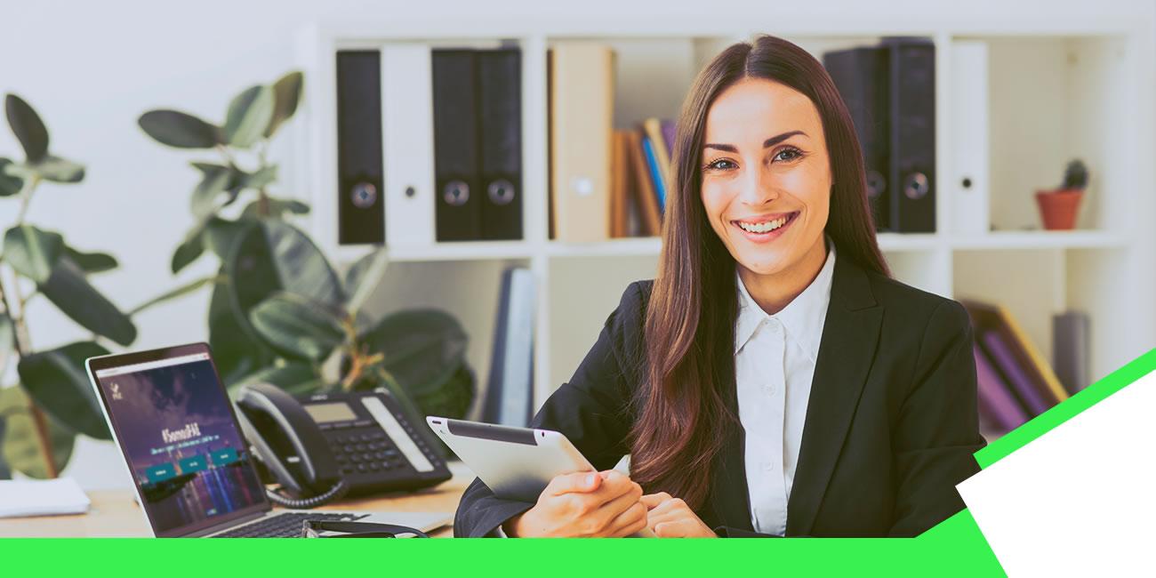 mujer-oficina.computadora